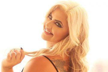 Débora Porto se inspira em Ashley Graham para campanha de lingerie